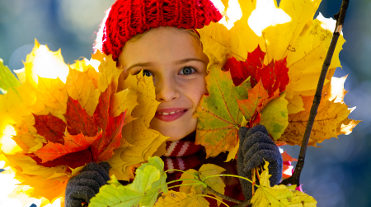 Autumn kid play
