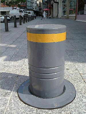 Bollard which can be recessed